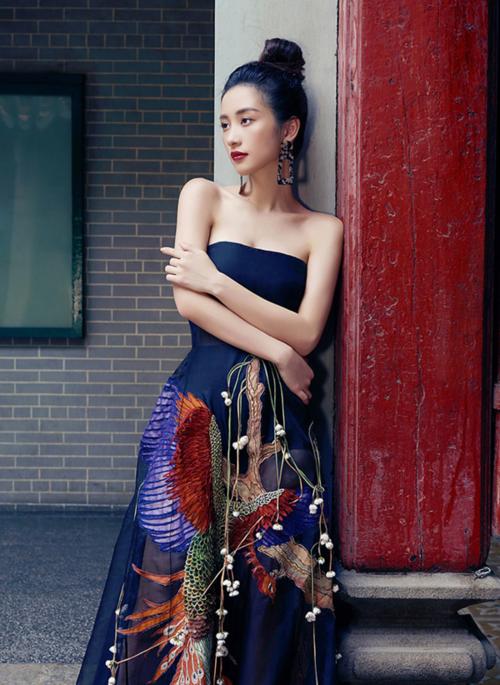 Diện lại đầm thảm họa của Hoàng Thùy Linh: Jun Vũ lộ thân hình trơ xương - Khánh Linh The Face đẹp xuất sắc-1