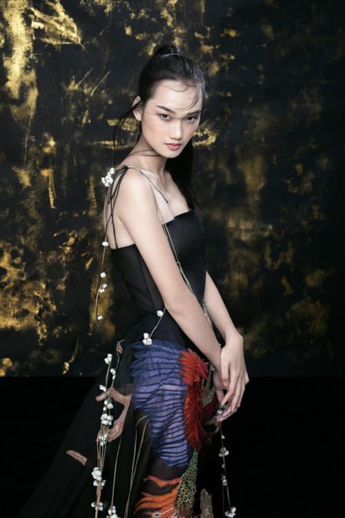 Diện lại đầm thảm họa của Hoàng Thùy Linh: Jun Vũ lộ thân hình trơ xương - Khánh Linh The Face đẹp xuất sắc-9