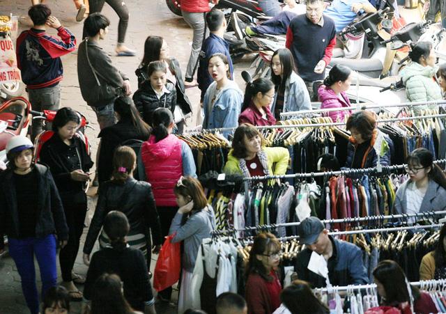 Khỏa thân thử đồ, chen nhau mua sắm tại thiên đường thời trang phố Chùa Bộc-13