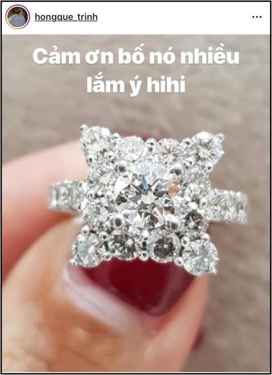Khoe nhẫn kim cương nửa tỷ đồng cùng chia sẻ ẩn ý, Hồng Quế khiến khán giả xôn xao đồn đoán đã quay lại với bố của con gái-1