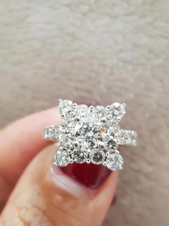 Khoe nhẫn kim cương nửa tỷ đồng cùng chia sẻ ẩn ý, Hồng Quế khiến khán giả xôn xao đồn đoán đã quay lại với bố của con gái-2