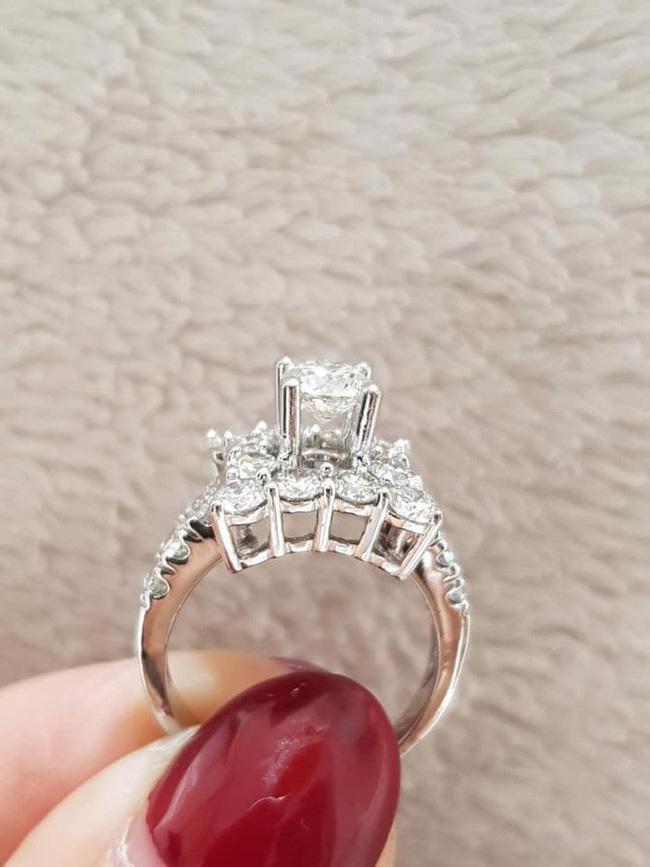 Khoe nhẫn kim cương nửa tỷ đồng cùng chia sẻ ẩn ý, Hồng Quế khiến khán giả xôn xao đồn đoán đã quay lại với bố của con gái-3
