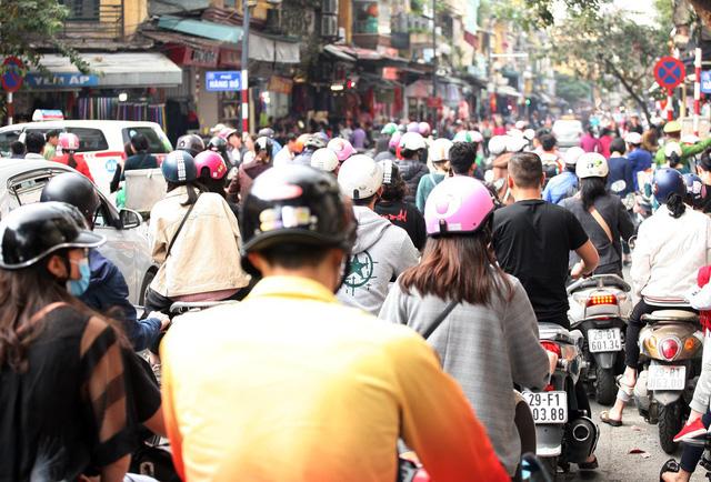Nỗi kinh hoàng mang tên TẮC ĐƯỜNG cả ngày lẫn đêm ở Hà Nội khi Tết cận kề-3