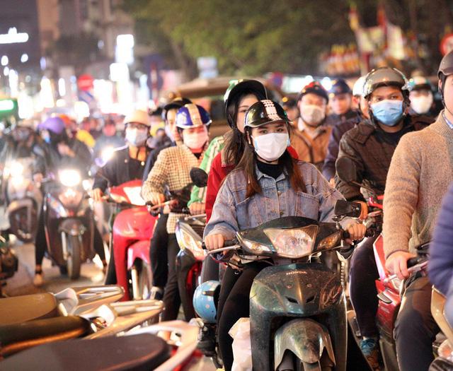Nỗi kinh hoàng mang tên TẮC ĐƯỜNG cả ngày lẫn đêm ở Hà Nội khi Tết cận kề-6