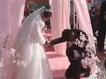 Tới dự đám cưới bạn, chàng trai đột nhập vào phòng tân hôn làm chuyện xấu hổ-3