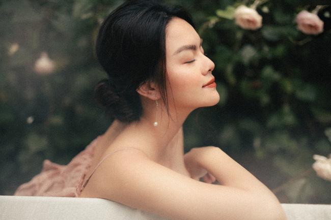 Quyết tâm rũ bỏ hình ảnh buồn bã, Phạm Quỳnh Anh khoe nhan sắc ngày càng mặn mà-10