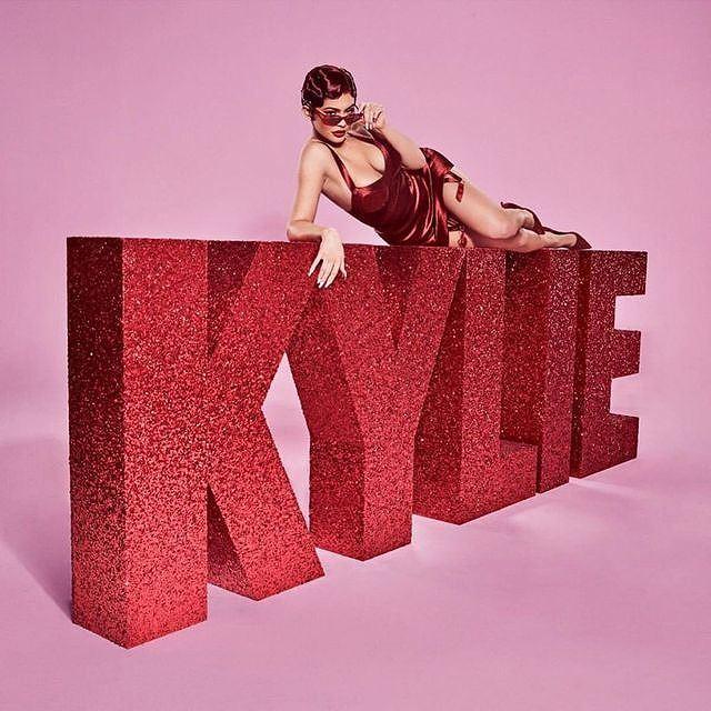 Kylie Jenner nóng bỏng trong sắc đỏ đón mùa Valentine mới-5