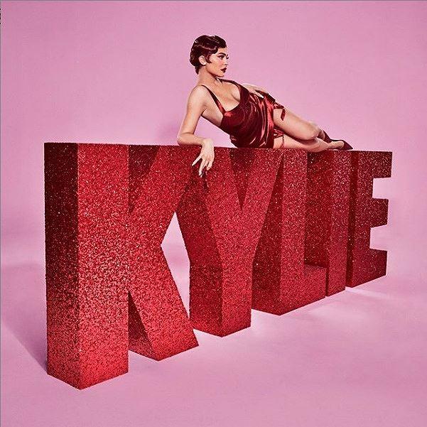Kylie Jenner nóng bỏng trong sắc đỏ đón mùa Valentine mới-6