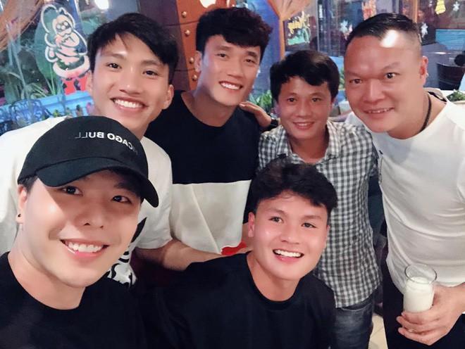 Clip HOT: Trịnh Thăng Bình lập nhóm nhạc cùng 2 cầu thủ Quang Hải và Duy Mạnh, khoe giọng với hit Người Ấy-2