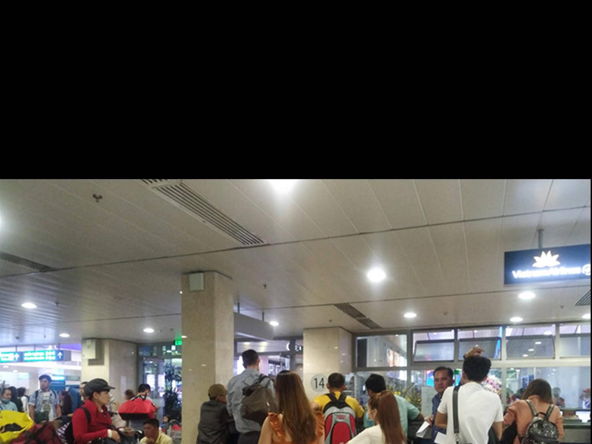 Tân Sơn Nhất quá tải, nhiều hành khách lỡ chuyến bay-2