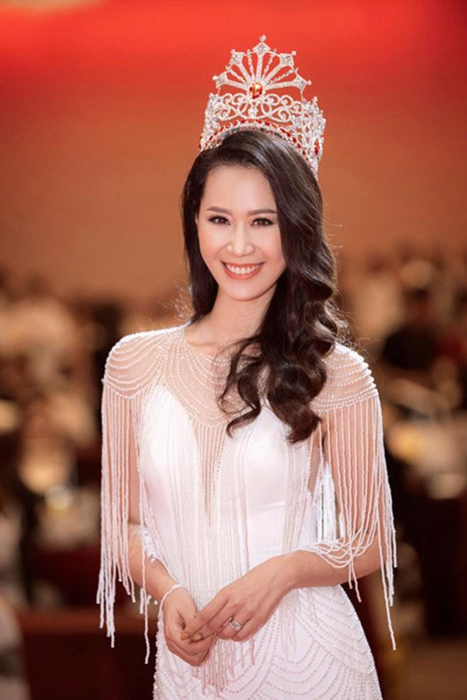 Ngắm mặt mộc không son phấn của dàn Hoa hậu Việt tuổi Hợi-8