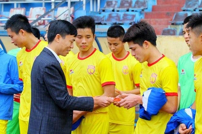 Thưởng Tết với cầu thủ Việt: Người tiền tỷ, kẻ nợ lương-2