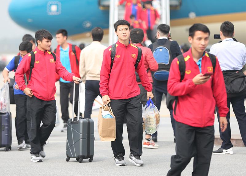 Thưởng Tết với cầu thủ Việt: Người tiền tỷ, kẻ nợ lương-1