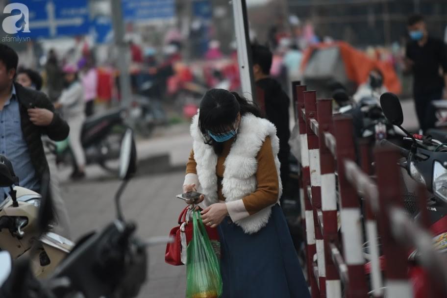 Hà Nội: Công nhân xếp hàng dài chờ rút tiền từ cây ATM mới dám về quê ăn Tết-3