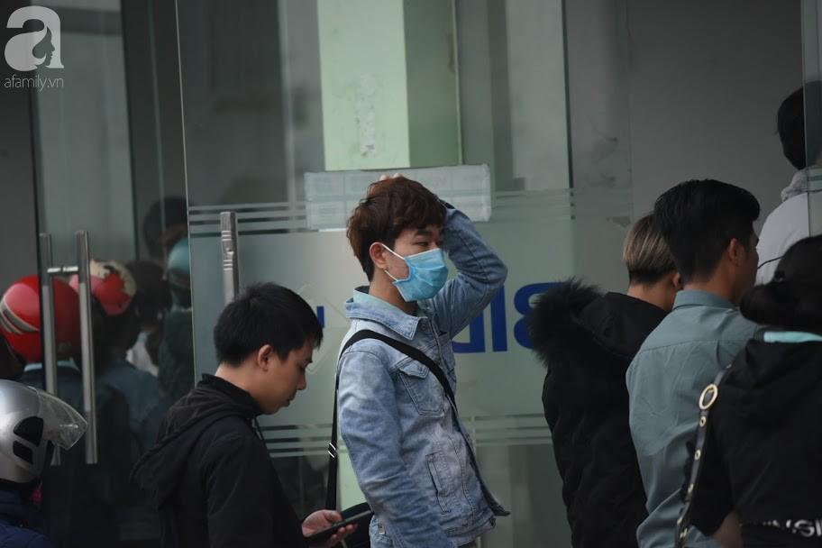 Hà Nội: Công nhân xếp hàng dài chờ rút tiền từ cây ATM mới dám về quê ăn Tết-10