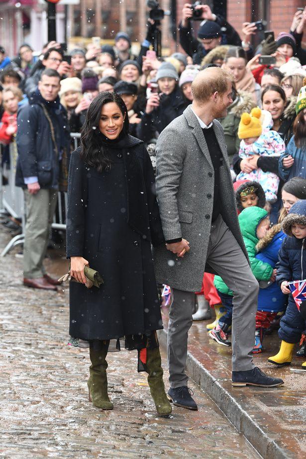 Bất chấp tin đồn Meghan mang thai giả, Hoàng tử Harry đã âm thầm chứng minh, bảo vệ vợ bằng hành động này-2
