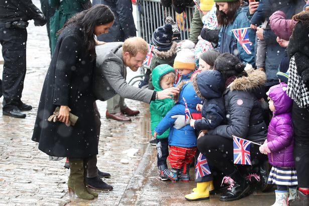 Bất chấp tin đồn Meghan mang thai giả, Hoàng tử Harry đã âm thầm chứng minh, bảo vệ vợ bằng hành động này-4