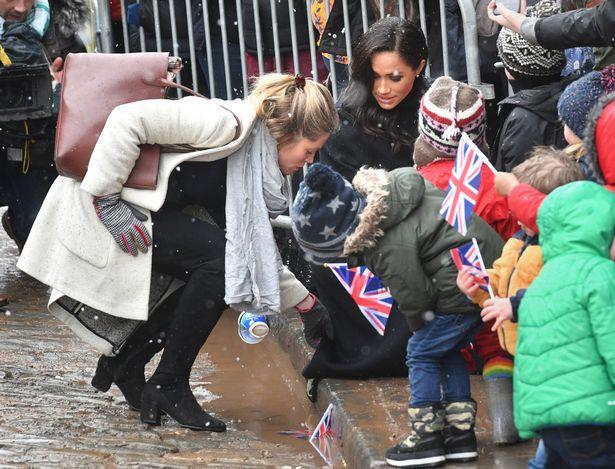 Bất chấp tin đồn Meghan mang thai giả, Hoàng tử Harry đã âm thầm chứng minh, bảo vệ vợ bằng hành động này-5