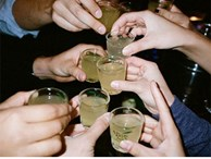 Cách cắt cơn say, giảm độc tố và triệu chứng khó chịu mỗi khi uống rượu 'cực nhạy'