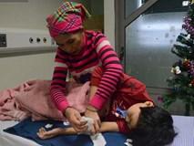 Xót lòng những đứa trẻ phải đón tết trước cổng bệnh viện ở Hà Nội: Nhắc đến quê nhà lại ứa nước mắt vì nhớ