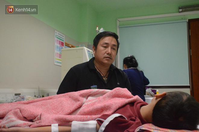 Xót lòng những đứa trẻ phải đón tết trước cổng bệnh viện ở Hà Nội: Nhắc đến quê nhà lại ứa nước mắt vì nhớ-5