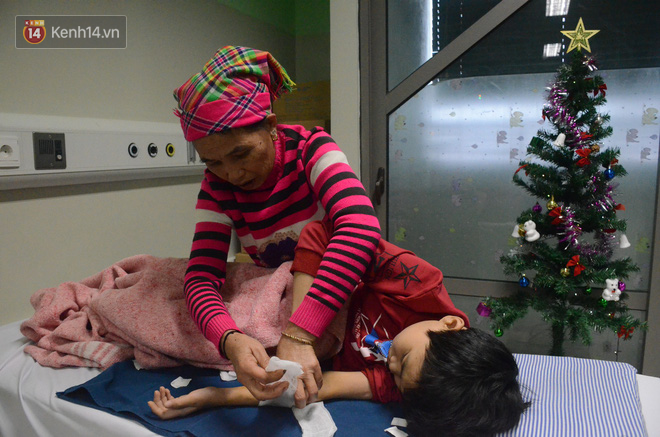 Xót lòng những đứa trẻ phải đón tết trước cổng bệnh viện ở Hà Nội: Nhắc đến quê nhà lại ứa nước mắt vì nhớ-2