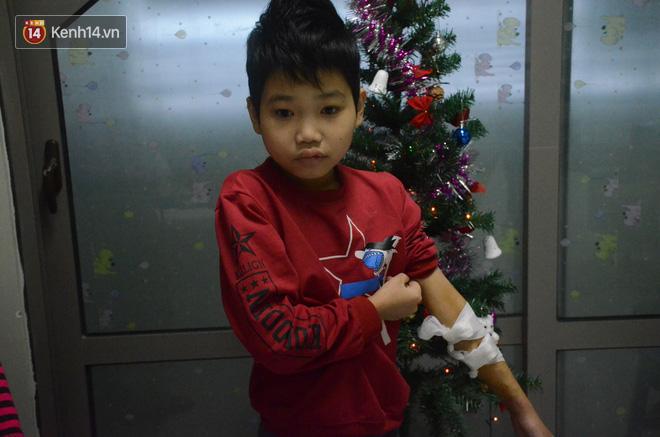 Xót lòng những đứa trẻ phải đón tết trước cổng bệnh viện ở Hà Nội: Nhắc đến quê nhà lại ứa nước mắt vì nhớ-1