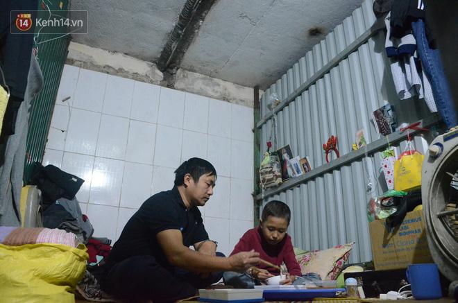Xót lòng những đứa trẻ phải đón tết trước cổng bệnh viện ở Hà Nội: Nhắc đến quê nhà lại ứa nước mắt vì nhớ-6
