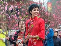 Ảnh: Bắt gặp hoa hậu H'Hen Niê đi chợ hoa đào ở Hà Nội