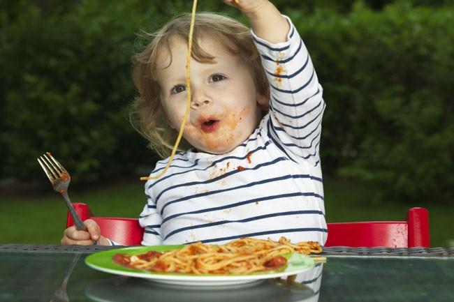 Cha mẹ áp dụng những mẹo này là sẽ đập tan ngay tính nhõng nhẽo, khảnh ăn của con trong ngày Tết-1
