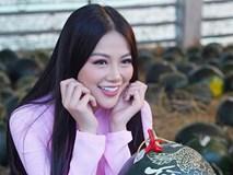 Hoa hậu Trái đất Phương Khánh thu hút mọi ánh nhìn khi diện áo dài thướt tha đi chợ hoa Tết