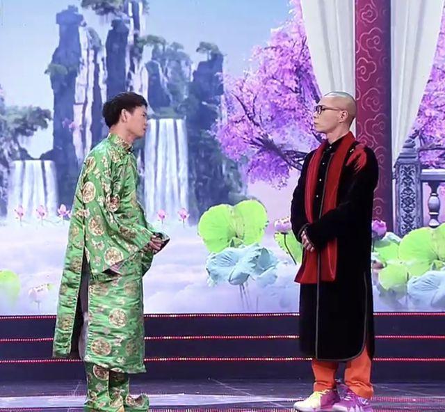 Đua nhau tìm mua áo Ngọc Hoàng đi bão giá tiền triệu về diện Tết-5
