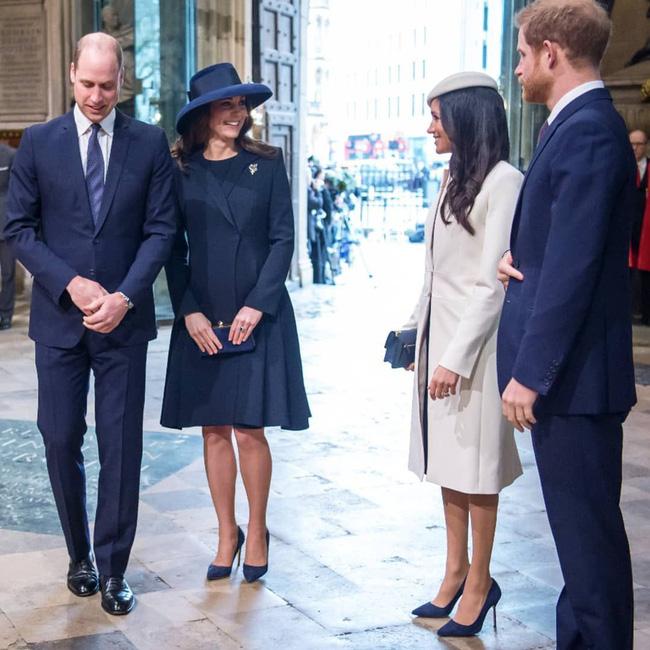 Có khi chị em dâu Kate và Meghan lại chẳng hề bất hòa, vì họ chăm diện giày đôi thế này cơ mà!-3
