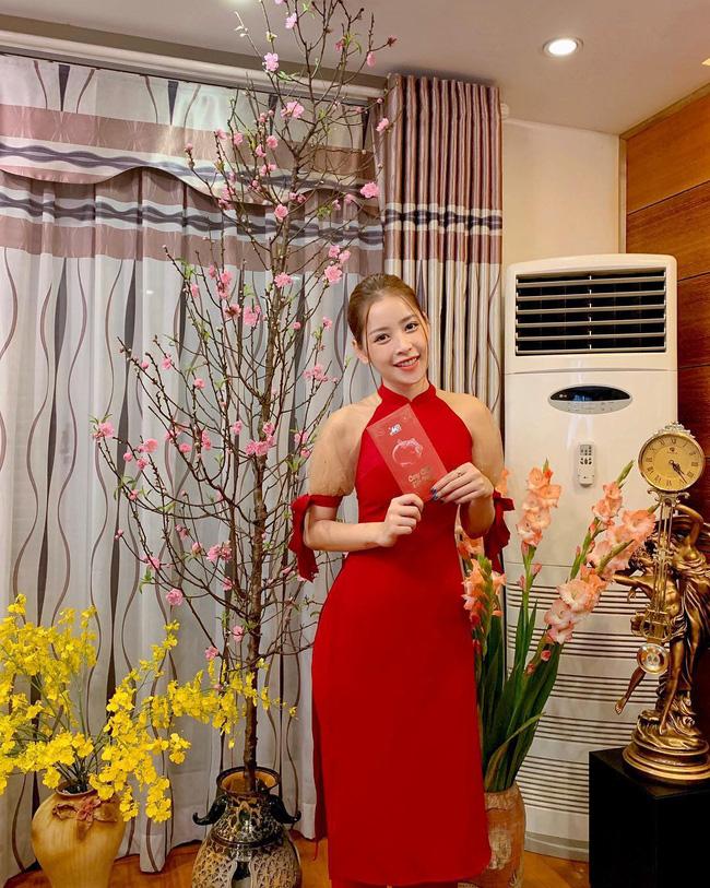 Mùng 1 Tết: Ngợp trời sao diện áo dài, nhưng nổi nhất là vợ chồng Hà Tăng và Lan Khuê với cơ ngơi dát vàng-14