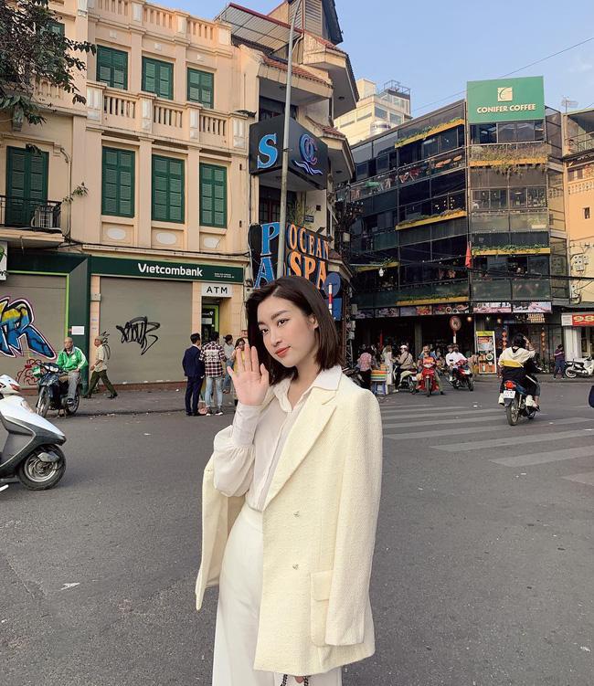 Mùng 1 Tết: Ngợp trời sao diện áo dài, nhưng nổi nhất là vợ chồng Hà Tăng và Lan Khuê với cơ ngơi dát vàng-10