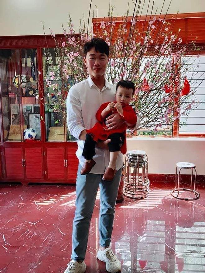 Trang phục Tết của cầu thủ Việt Nam: người cool ngầu, người giản dị-5