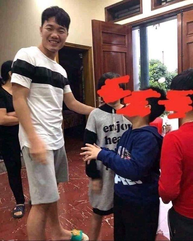 Trang phục Tết của cầu thủ Việt Nam: người cool ngầu, người giản dị-6