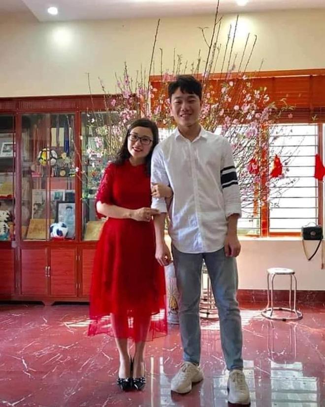 Trang phục Tết của cầu thủ Việt Nam: người cool ngầu, người giản dị-4