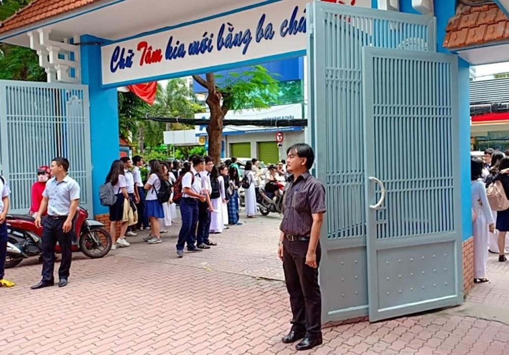 Thầy hiệu trưởng dám chi 300 triệu mời Sơn Tùng M-TP vì học sinh thích-1