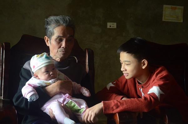 2 đứa trẻ mồ côi bố mẹ trong vụ cháy gần viện Nhi: Tết này bố mẹ ở đâu-1