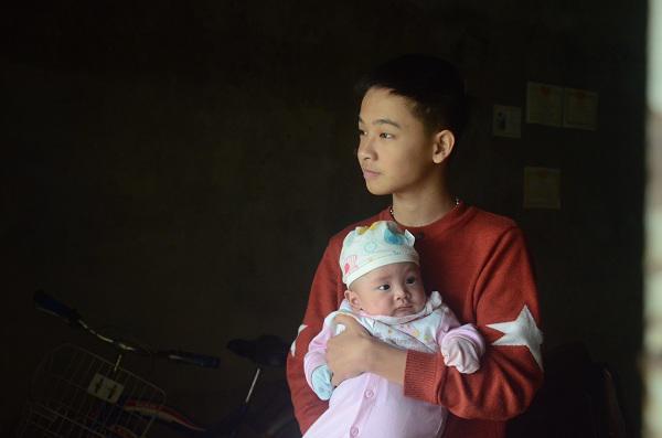 2 đứa trẻ mồ côi bố mẹ trong vụ cháy gần viện Nhi: Tết này bố mẹ ở đâu-4