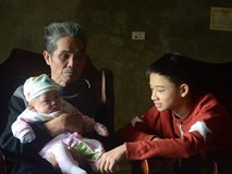 2 đứa trẻ mồ côi bố mẹ trong vụ cháy gần viện Nhi: 'Tết này bố mẹ ở đâu'