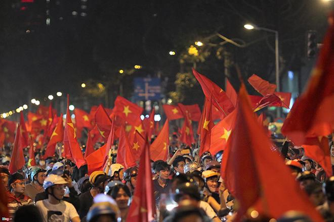 Nhìn lại một năm đại cát của bóng đá Việt Nam-2