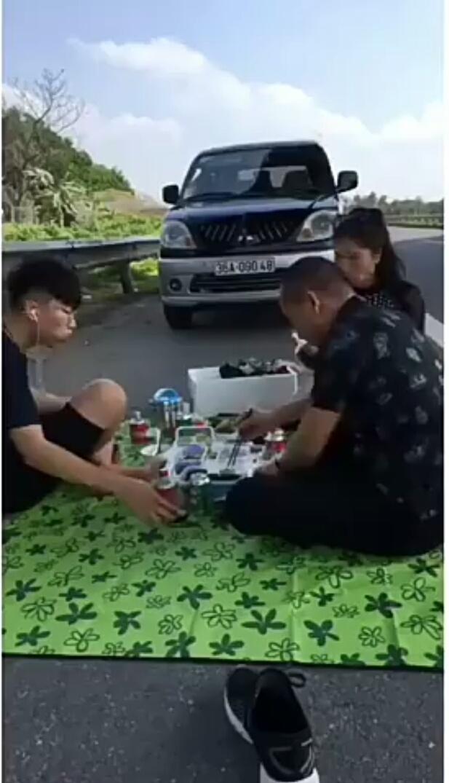 Truy tìm người đàn ông livestream ăn nhậu trong làn khẩn cấp cao tốc Nội Bài - Lào Cai-1