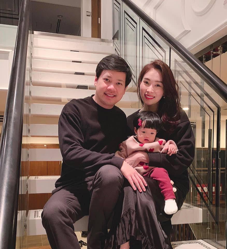 Con gái Sophia gần 1 tuổi diện Áo dài đỏ rực cực đáng yêu đón Tết cùng mẹ Đặng Thu Thảo-2