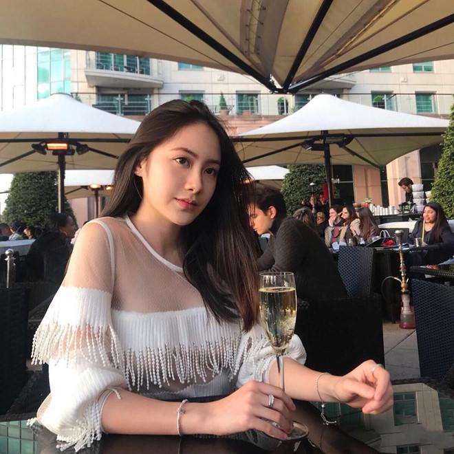 Hot girl Lào gốc Việt đón Tết ở Hà Nội, hào hứng ăn bún riêu vỉa hè-5