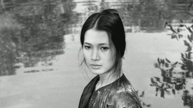 Những mỹ nhân làm chao đảo màn ảnh Việt: Cát-xê 1 tỷ đồng, ra Nghệ An diễn sập cả sân khấu-11