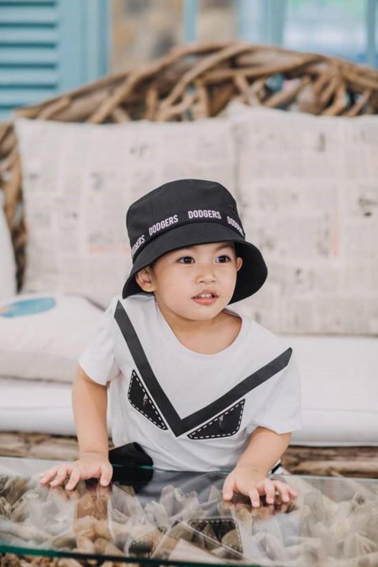 Mới hơn 3 tuổi nhưng Kubi nhà Khánh Thi đã sở hữu loạt đồ hiệu trị giá hàng trăm triệu-8