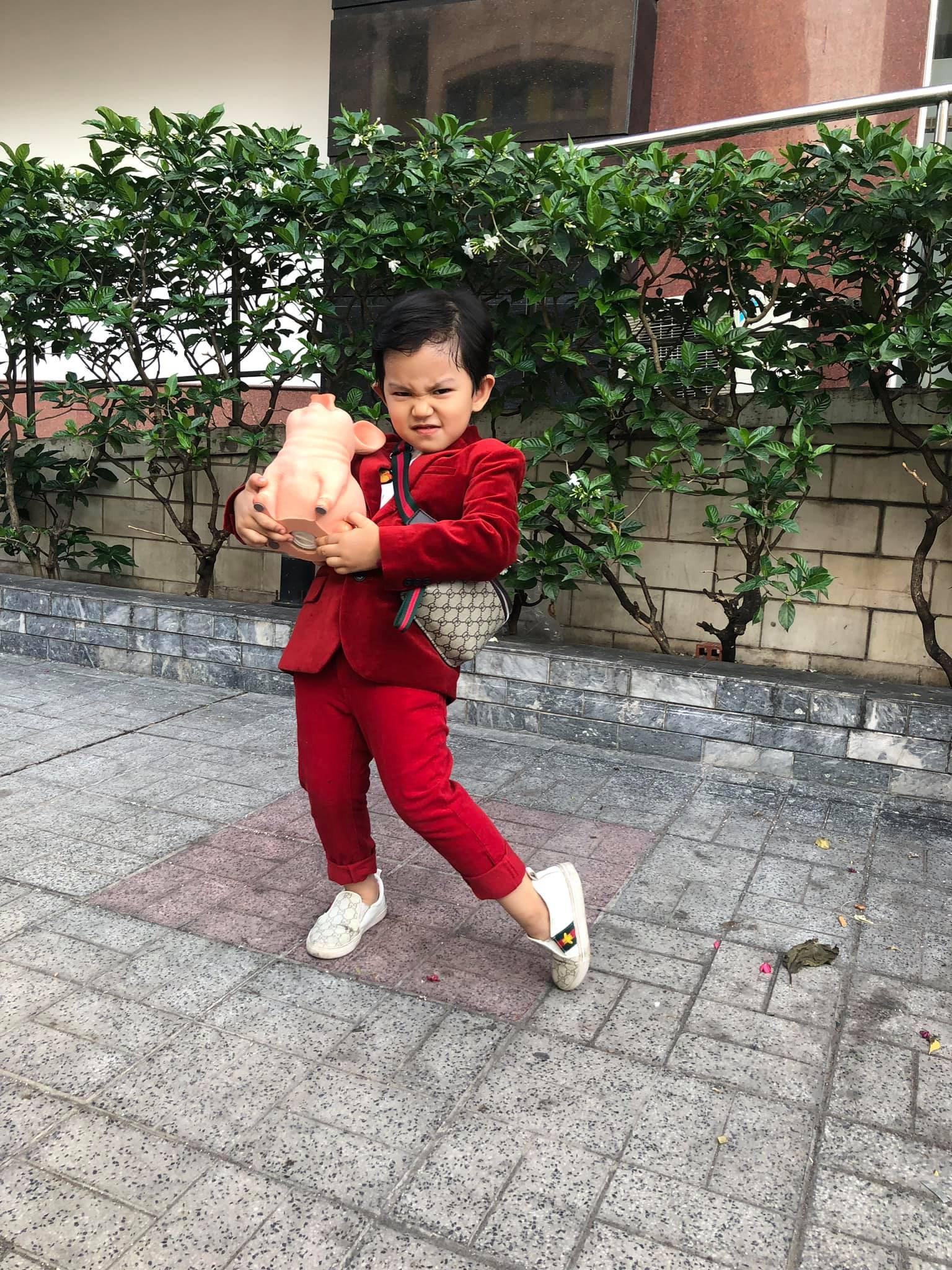 Mới hơn 3 tuổi nhưng Kubi nhà Khánh Thi đã sở hữu loạt đồ hiệu trị giá hàng trăm triệu-14