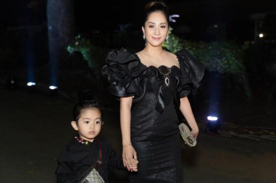 Mới hơn 3 tuổi nhưng Kubi nhà Khánh Thi đã sở hữu loạt đồ hiệu trị giá hàng trăm triệu-15